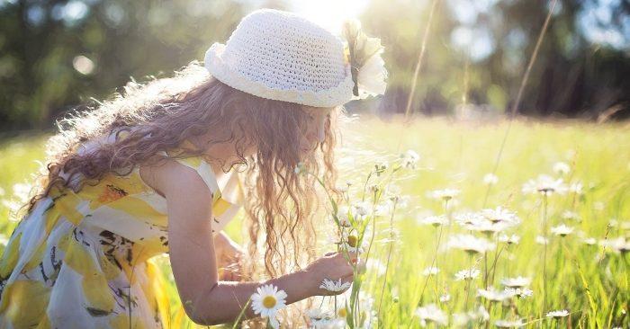 Hạnh phúc là một trạng thái cảm xúc của con người khi được thỏa mãn một nhu cầu nào đó mang tính trừu tượng. Hạnh phúc là một cảm xúc bậc cao. Ở loài người, nó mang nhân bản sâu sắc và thường chịu tác động của lý trí.